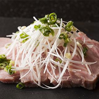 温度管理を極め、美味しさがギュッとつまった低温熟成肉料理