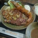 洋食屋 カーネリアン - ポーク(鹿児島産)リブロースステーキ+海老フライ+目玉焼き