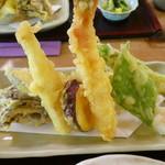 花いかだ - 見事な天ぷら盛り合わせ
