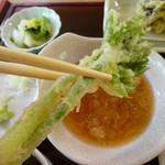 花いかだ - 山菜の女王こしあぶらの天ぷらも美味