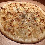 コンバイン - 4種のチーズピザ L 1,200円