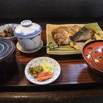 10788888 - 煮魚定食