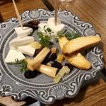 SPAZIO - チーズ盛り合わせ3種¥900