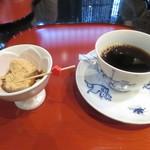 かにかくに - 蕨餅付きコーヒー