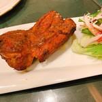インド料理 ショナ・ルパ - タンドリーチキンレッグ 700円