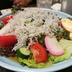 和食、日本料理「南房」 - シラスサラダの大皿(3~4人前)