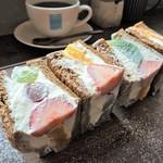 オソラカフェ - GW限定メニュー 特製マスカルポーネクリームのフルーツサンド1400円