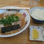 紫川ラーメン - いつものラーメンライス700円