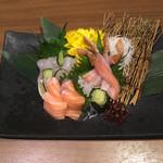 107897817 - 豪華蟹と鮮魚のお刺身三点盛り