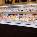 ラ・メゾン - 内観: ケーキコーナー