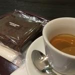 エクセルシオールカフェ - 料理写真:パウンドショコラとエスプレッソ