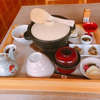 あそらの茶屋 - 料理写真:白木の箱に入って運ばれてくる
