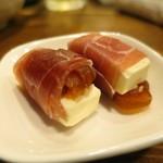 107902549 - 干し柿とチーズの生ハム巻き