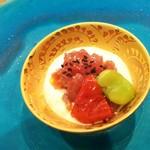 107906404 - 鰹、トマト、チーズ
