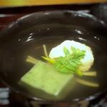 107908725 - 真薯は海老の風味を感じ滑らかな食感でとても美味しい。 何よりお出しの味わいが秀逸。