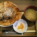 豚公司 堀江 - 贅沢ぶた丼 980円