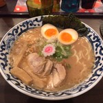 東京駅 斑鳩 - 東京らー麺。全部入り。魚介豚骨。1060円。