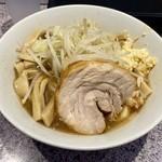 ラーメン 宮郎 - 料理写真:ラーメン並盛 豪麺(800円)、トッピングは全て普通
