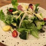 ビストロ ランプ - 有機野菜のサラダ
