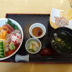 和海味処 いっぷく - 海鮮丼(並)¥1944