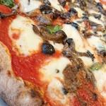 ピッツェリア チーロ - トマトソースも宜しい。