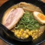 麺家 じゃんぷ亭 - チャーシューの下には、もやしが隠れています!