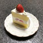 107920268 - 苺のケーキ