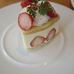 洋菓子 ぎをん さかい - 苺のフレジェ