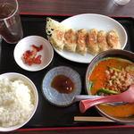 中国菜館味味 - 料理写真:担々麺と焼餃子ランチ