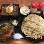駕籠休み - 料理写真:「幻の豪麺(ゴーメン)大盛」1000円と「特選丼」580円