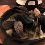 ワイン食堂 イタダキヤ - 海鮮ブルゴーニュ