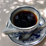 サザ コーヒー - コーヒーの味が最も美味しく感じるのは60℃らしく、サザさんでは80〜90℃のお湯でドリップし、お客に提供する時に約70℃になるように淹れるのだそうです。お茶もコーヒーも同じだとか。