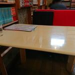 驢馬 - テーブル席