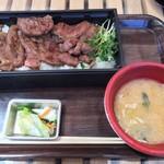 丼専門店 海たろう - 料理写真:厚切り牛タン丼