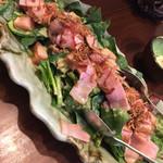 かんむり - ・サラダ:かんむりサラダ ベーコン、ほうれん草、トマトたっぷり。胡麻ドレッシングかな。