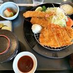 タカガワ西徳島ゴルフ倶楽部 - トンカツエビフライ定食