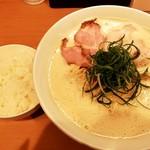 107946776 - 白湯醤油大盛り