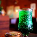 あすなろ - レトロなグラスのソーダ水。
