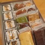 白栄堂 - 料理写真:いろいろ詰め合わせ2650円 観音寺饅頭は二段になってます。