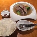 thi-shi-shi-ginzanoyoushoku - ランチのバクテー、辛い味噌(魚介系の風味とニンニク)、ジャスミンライス