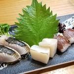 107954582 - 刺し盛り3種                       ②鰆のタタキ                       ③炙り平貝                       ④真蛸