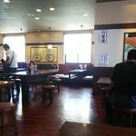 丸亀製麺 - 店内の雰囲気