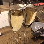 炭焼塩ホルモン『あ』神戸酒場 - スパークリングワイン