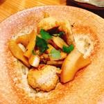 恵酒真楽 やまなか - 鶏だんごと竹の子てり焼き。竹の子は美味しかったですよ(o^-')b