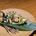 旬菜 さかなと酒 匠海 隠れ家 - 鮑バターステーキ特製ポルチーニソース¥1480