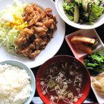 白鳥 - 料理写真:ランチ限定定食★お肉と野菜がバランスよく取れます^^