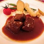 マゼランズ - アントレ  牛タンの赤ワイン煮込み