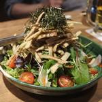 名物わら焼きとマグロ料理 北堀江 ほおずき - カリカリごぼうのサラダ