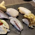 107975182 - お好み6貫はこれらを選択。                       ①細魚(サヨリ)                       ②伊佐木(イサキ)                       ③牡蠣                       ④平貝                       ⑤つぶ貝                       ⑥にし貝                       ⑦厚焼き玉子(自動的に付いてました。)
