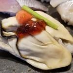 107975187 - ③牡蠣                       牡蠣の産卵期は初夏~夏、旬は秋~春。                       広島県での牡蠣の出荷は11月~4月がメインなので冷凍ものかしら。                       クリーミーでは無いけれど、旨みがありなかなかのクオリティ。